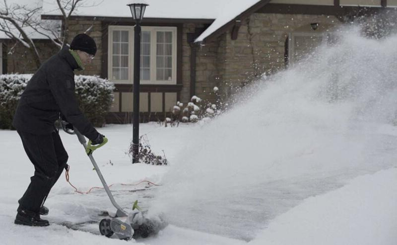 Light Weight Electric and Cordless Snow Thrower